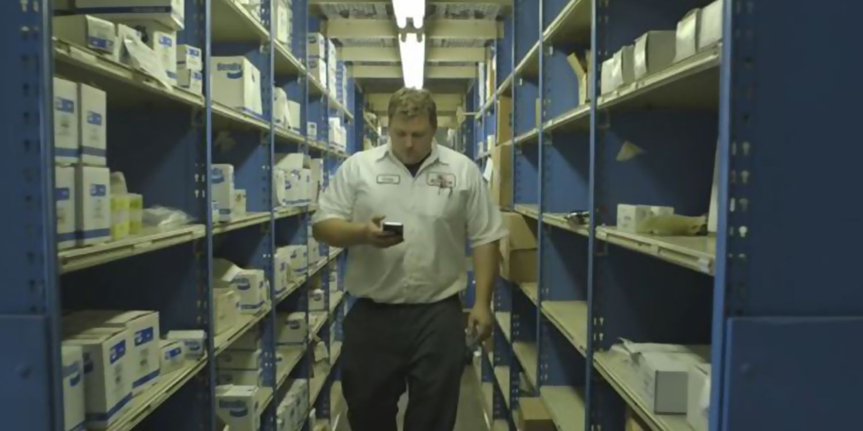 Truck dealer uses mobile for car services
