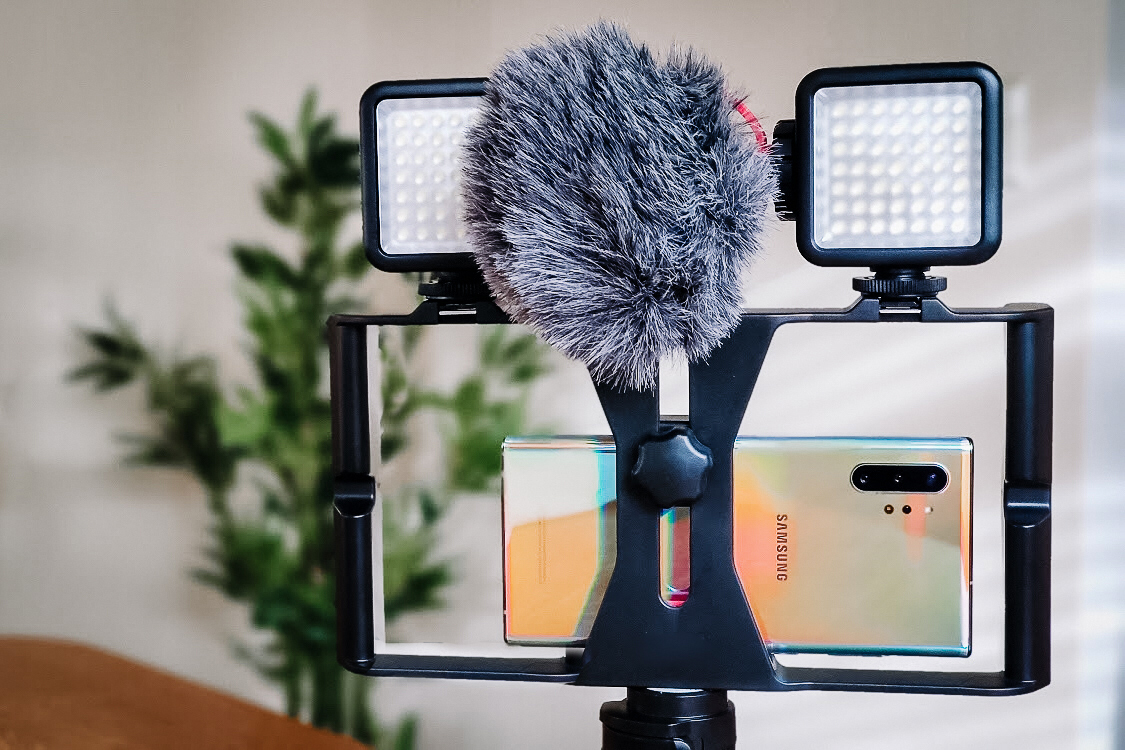 smartphone video grip rig lights microphone