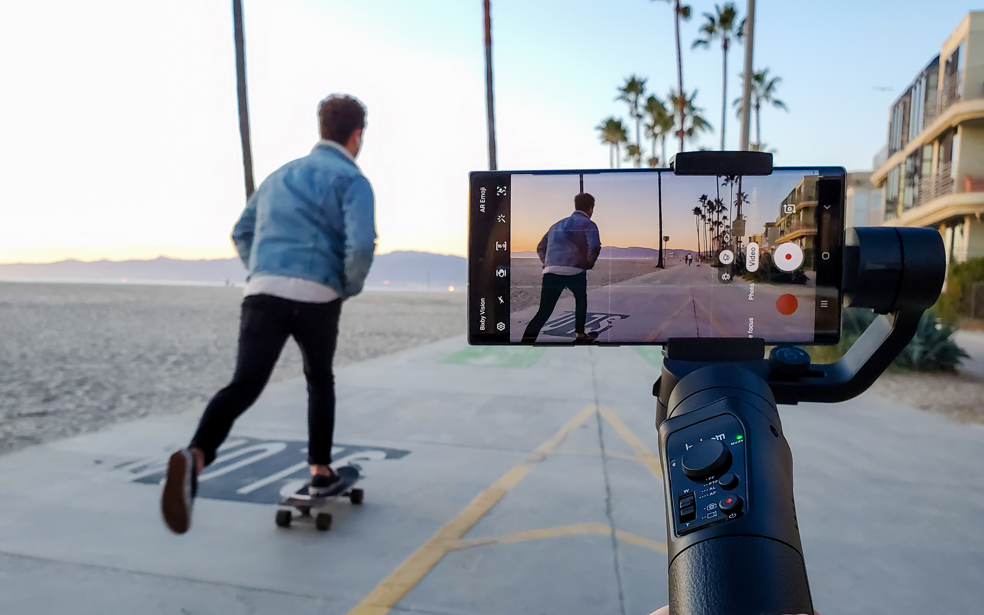Skateboard video with Note10 smartphone gimbal