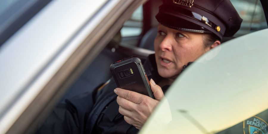 Police officer uses Galaxy XCover FieldPro to communicate