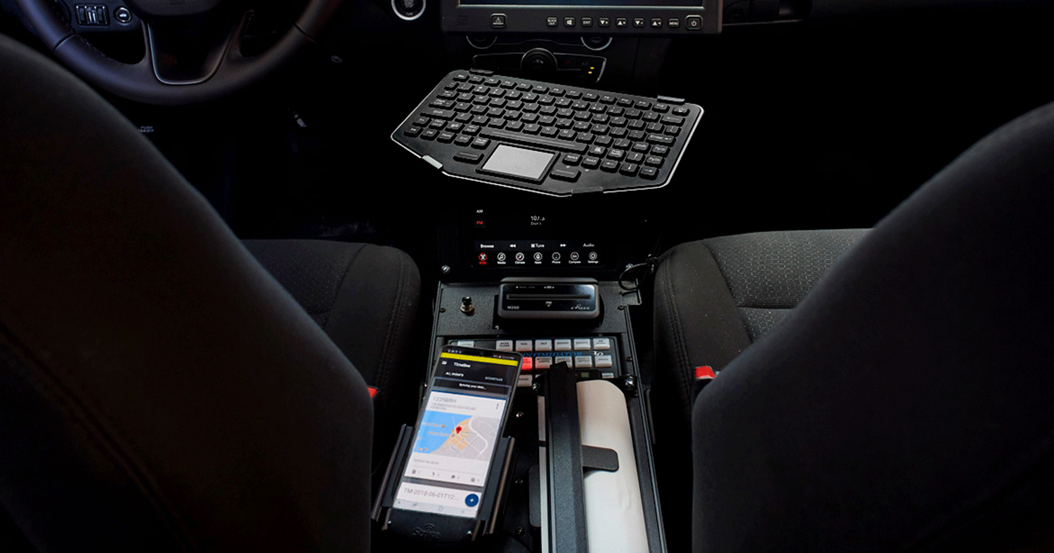 Galaxy S20 connected to a desktop infrastructure in a police car